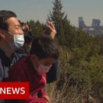 Coronavirus: People in Beijing begin to head outdoors – BBC News