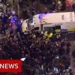 UK Coronavirus lockdown: Last orders in London – BBC News
